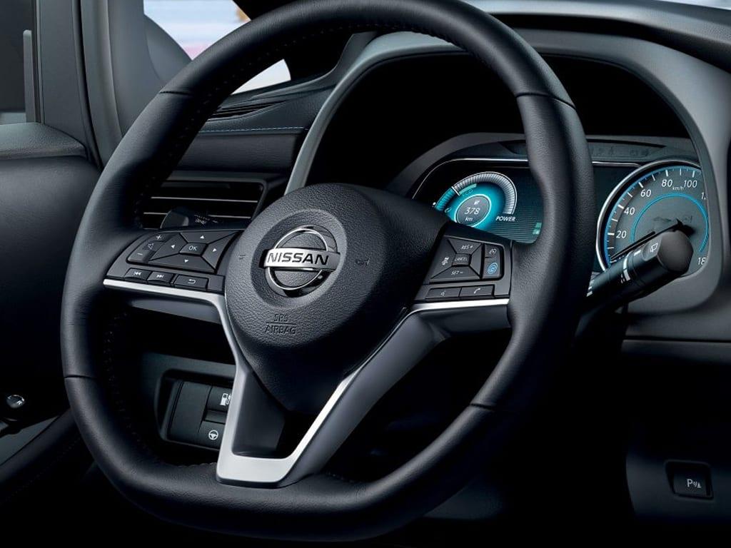 Volante de tres radios Nissan Leaf
